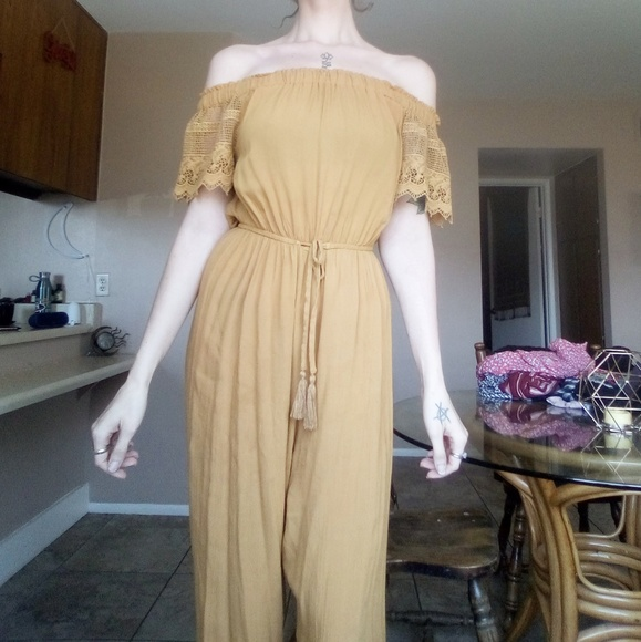 unknown Other - Yellow off the shoulder jumper